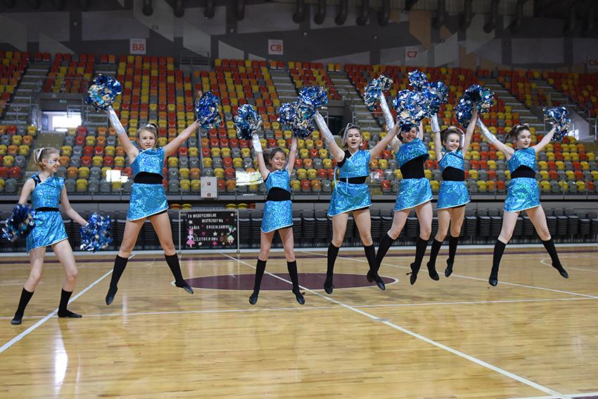 Młode cheerleaderki